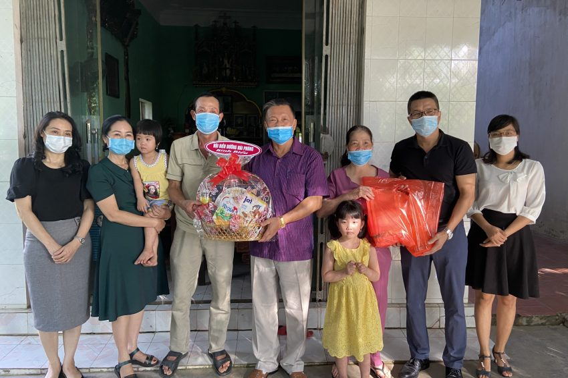 Thăm hỏi, động viên các gia đình điều dưỡng viên tình nguyện lên đường vào Đà Nẵng chống dịch COVID-19